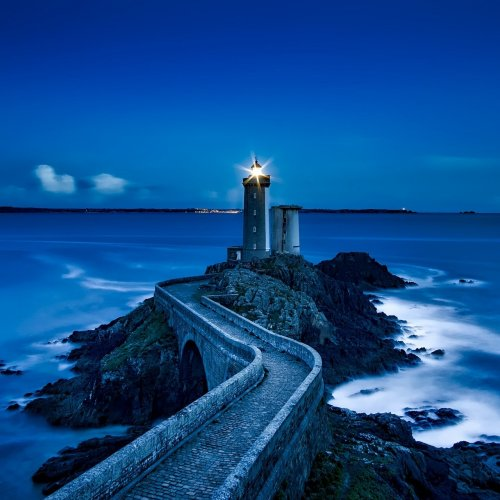 Puzzle: Lighthouse in the night